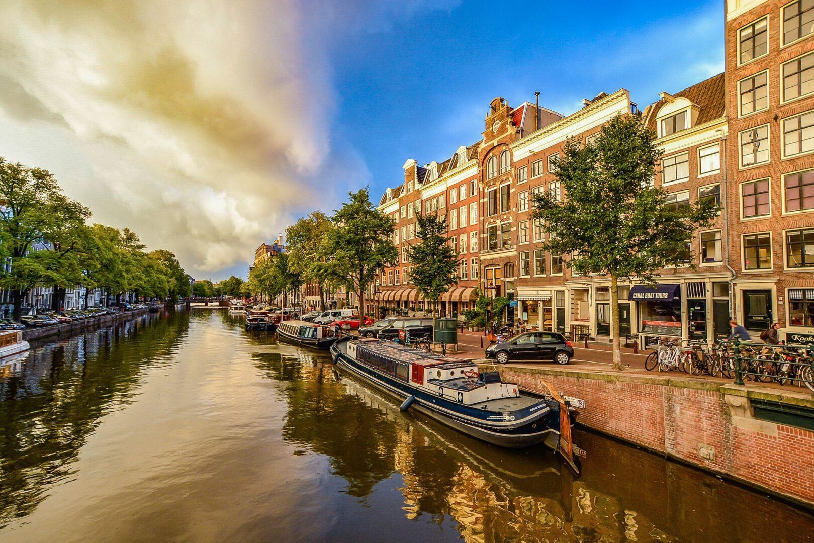גידול בחיפושי טיסות לאמסטרדם
