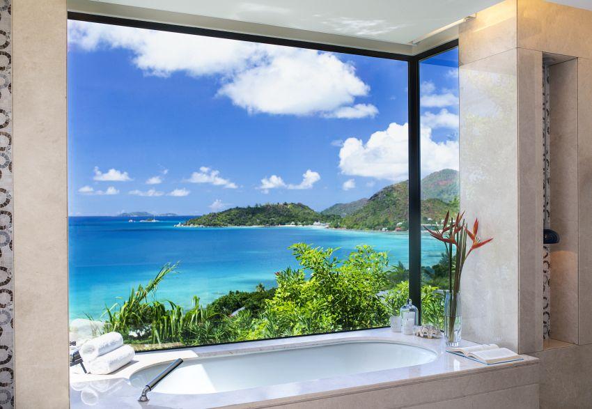 אמבטיה עם נוף פנורמי בסיישל