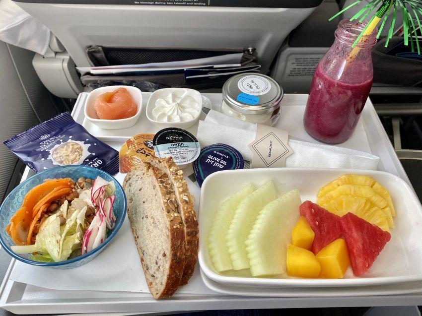 ארוחה בטיסת אל על לפוקט
