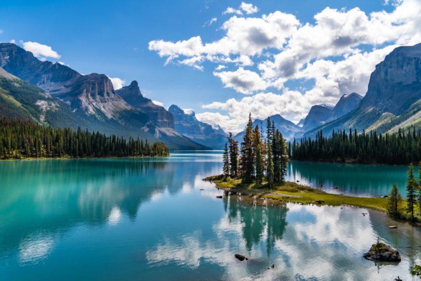 קנדה נפתחת לתיירים